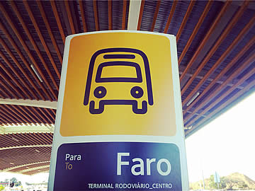 Bushaltestelle am Flughafen Faro