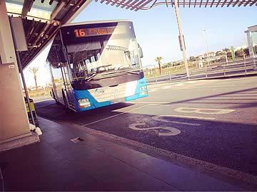 Stadtbus-Kreislauf 16 durch den Flughafen Faro