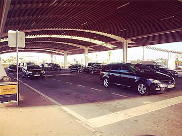 Taxistand am Flughafen Faro